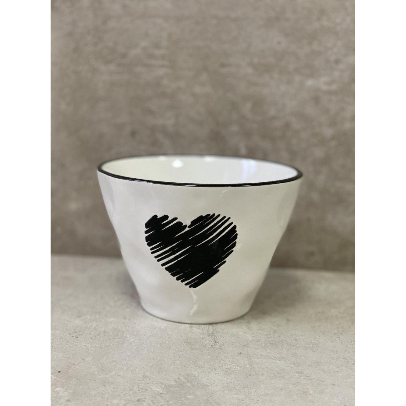 Пиала J-LINE белая керамическая с черным сердцем 16 см