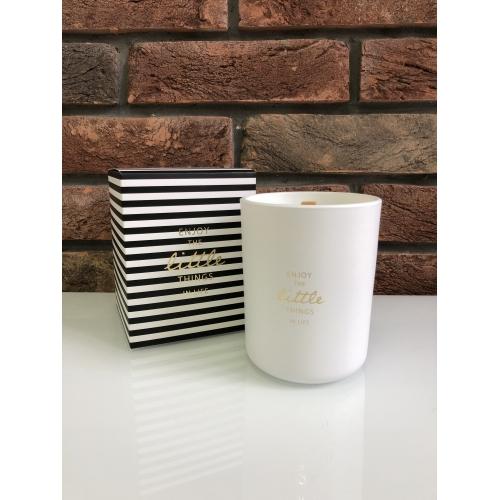 Свеча J-LINE ароматическая  в фарфоровой шкатулке Аромат бергамот белый чай и цитрус  белая