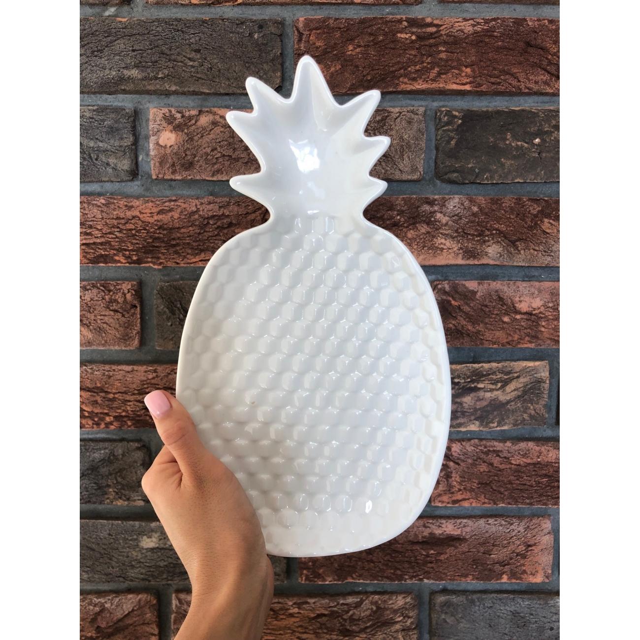 Блюдо J-LINE керамическое  в форме ананаса белого цвета